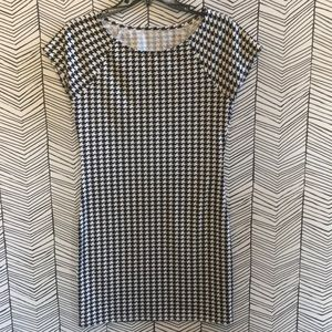Dresses & Skirts - Black and white houndstooth dress